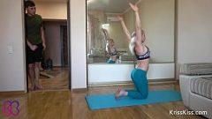 Блондинка делает анальный секс утром после нескольких упражнений йоги