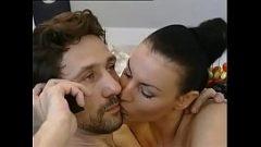 Леди брюнетка хочет анальный секс