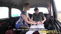 Секс в такси с красивой блондинкой
