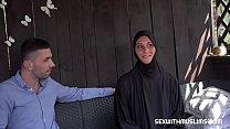 Женщина-хиджаб всегда думает о вашем большом члене
