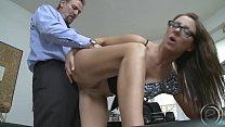 Женщина делает бизнес с помощью киски