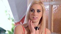Эта красивая блондинка хочет взрыва глубокий