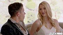 Блондинка ищет замужних мужчин и хочет с ними приключений