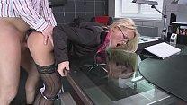 Элегантная дама хочет секса со своим боссом
